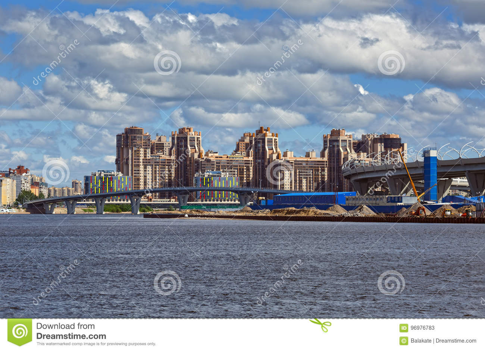 Mening van de nieuwe districten van Heilige Petersbug, Rusland