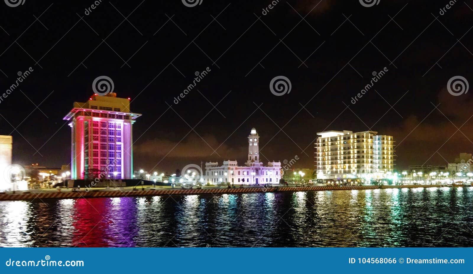 Mening van de promenade in haven van Veracruz in Mexico