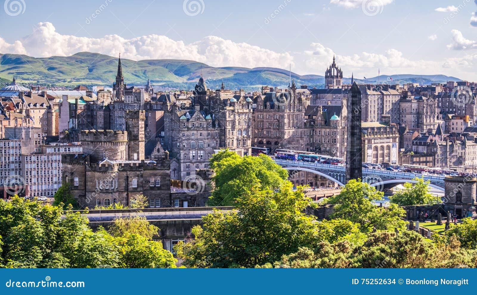 Mening van de stad van Edinburgh op Calton-Heuvel, Schotland