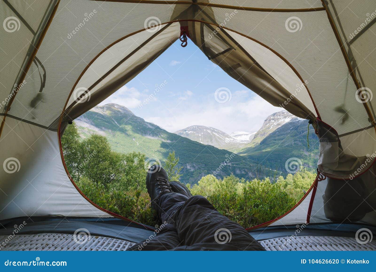 Download Mening Van De Toeristentent Stock Foto - Afbeelding bestaande uit kamp, bergen: 104626620
