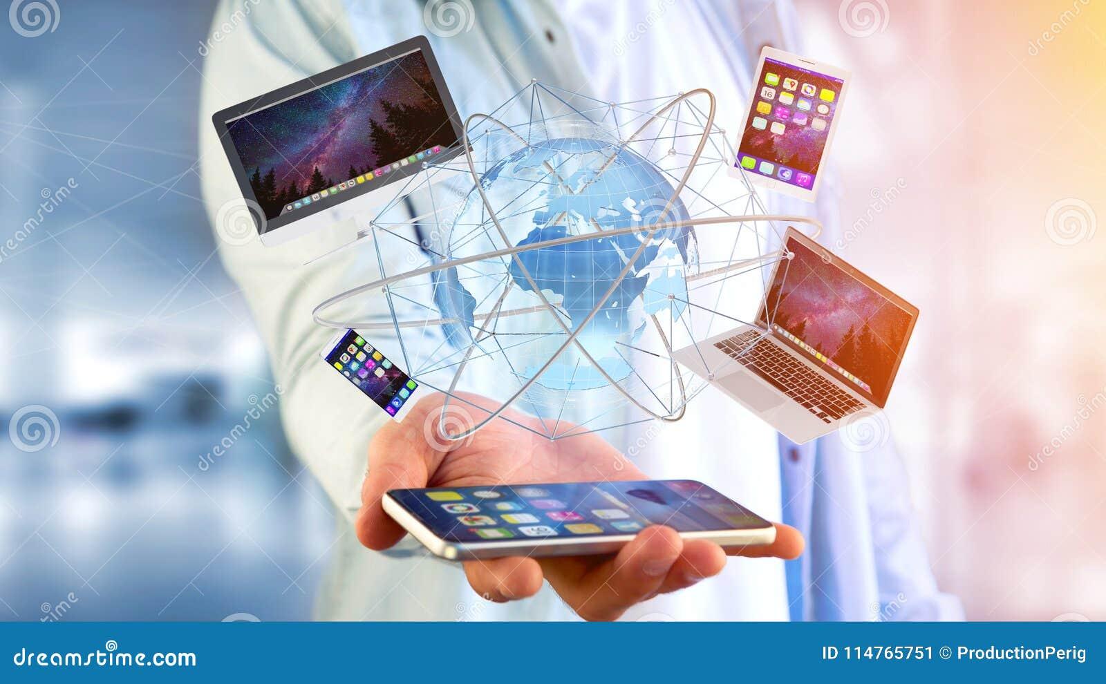 Mening van een Zakenman die een Computer en apparaten getoond o houden