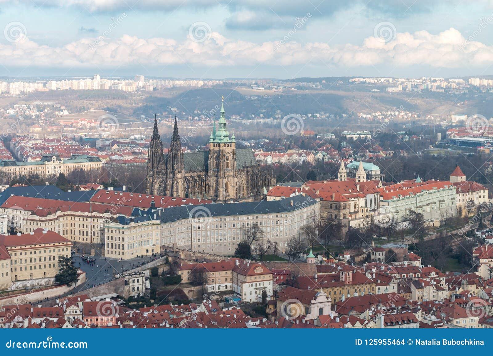 Mening van het Kasteel van Praag en St Vitus Cathedral
