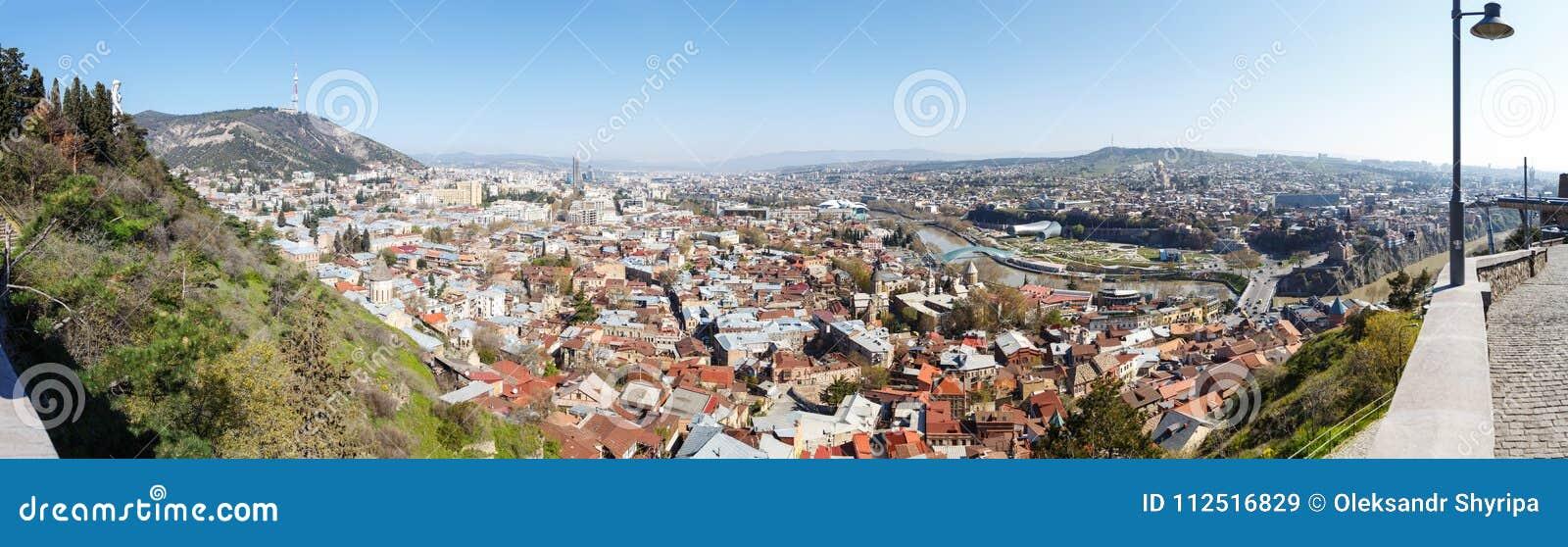 Mening van hierboven aan Tbilisi, Georgië