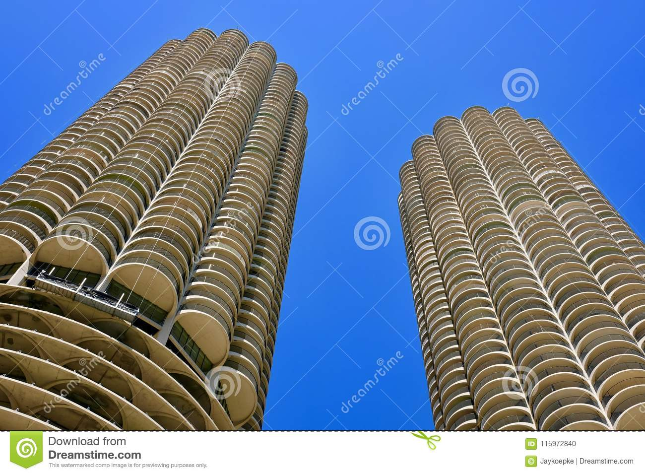 Mening van Marina City Corncob Towers, Chicago van onderaan
