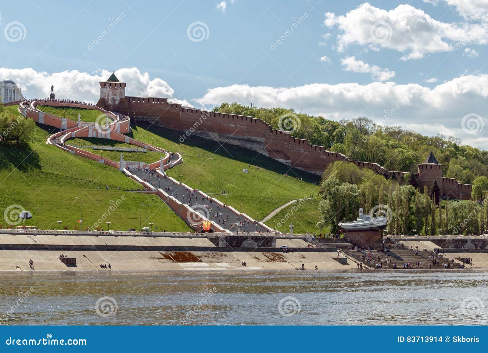 Mening van Nizhny Novgorod het Kremlin en Chkalov-Treden van