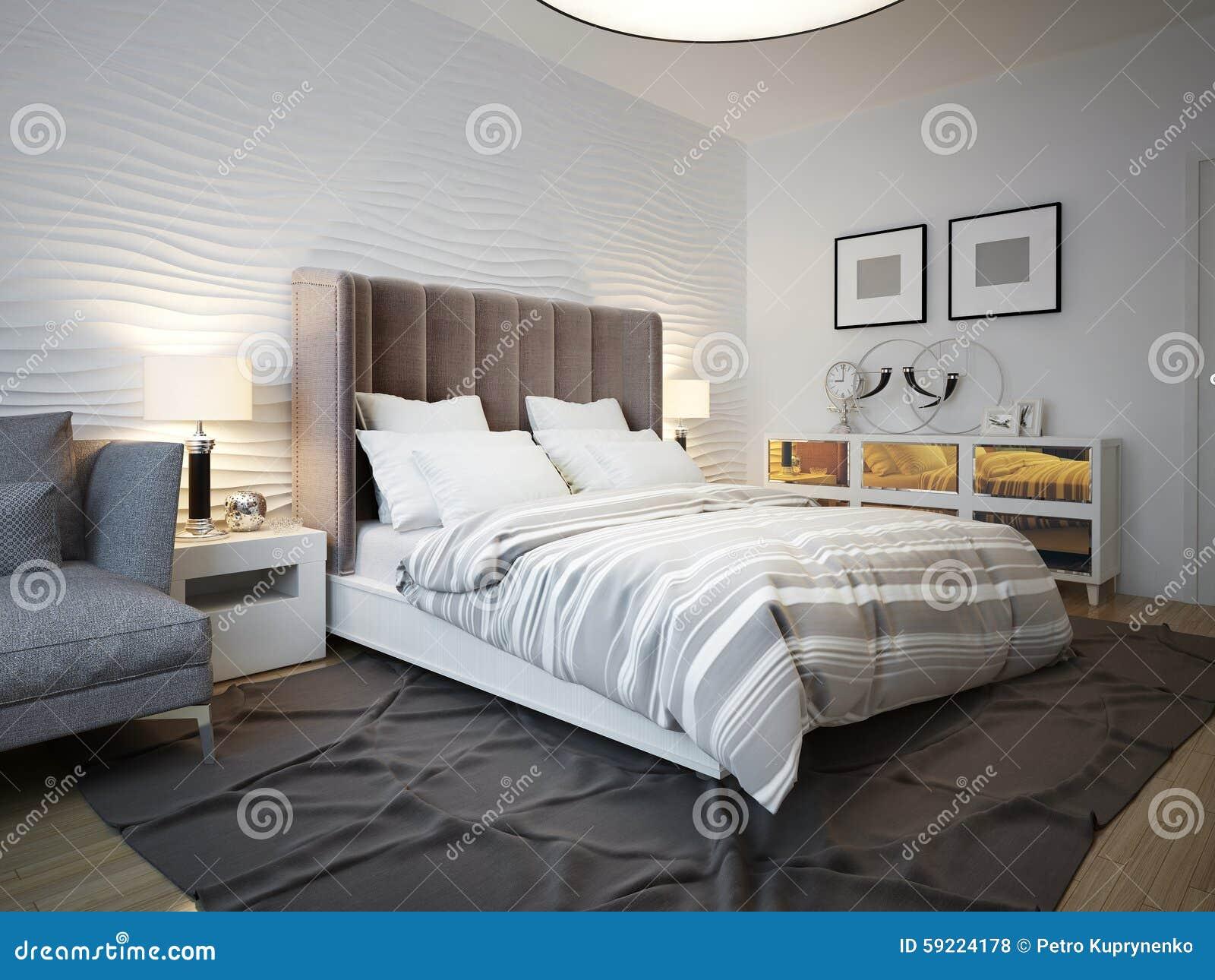 Mening van ontworpen bed in eigentijdse slaapkamer stock foto
