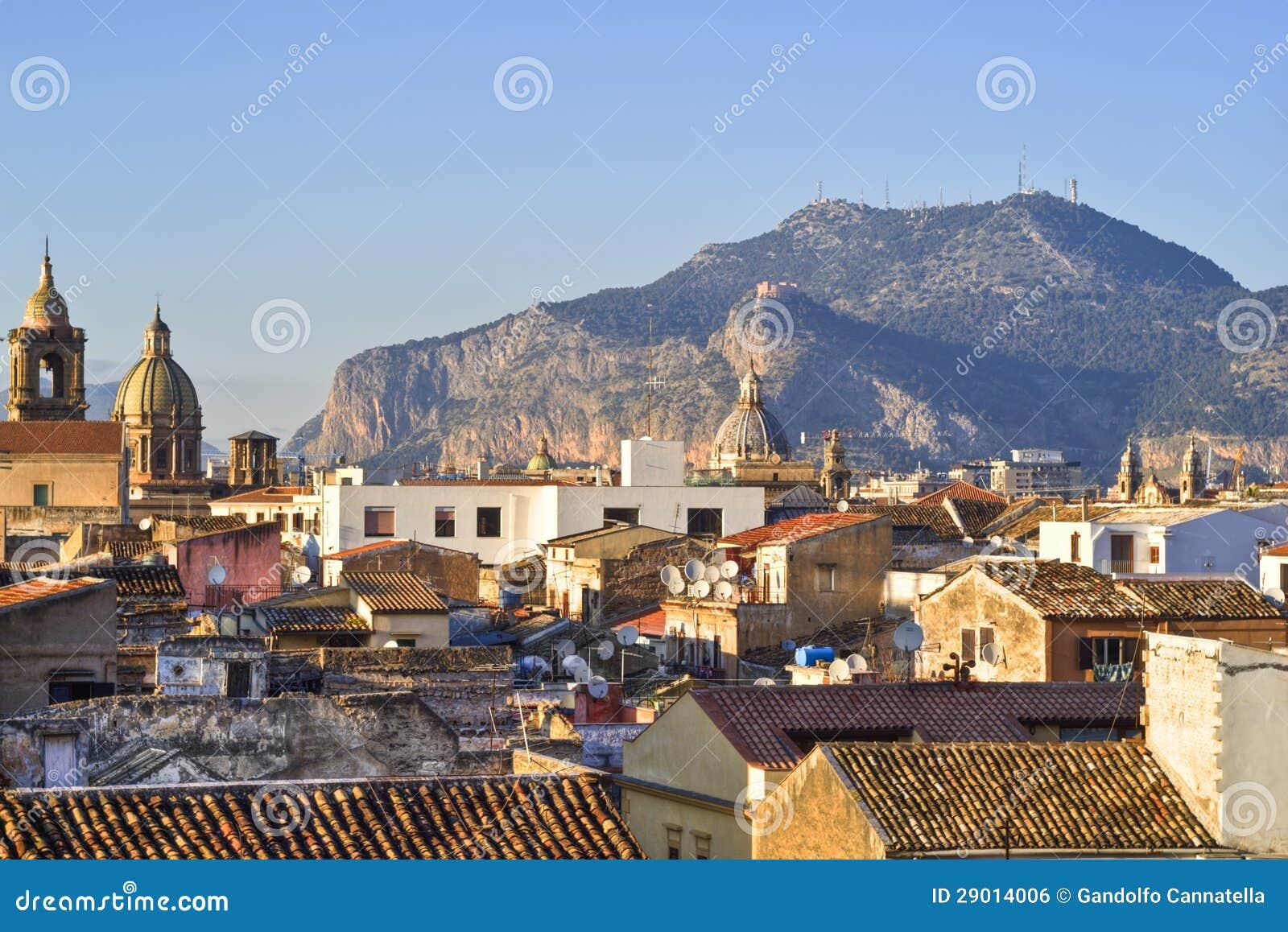Mening van Palermo met daken