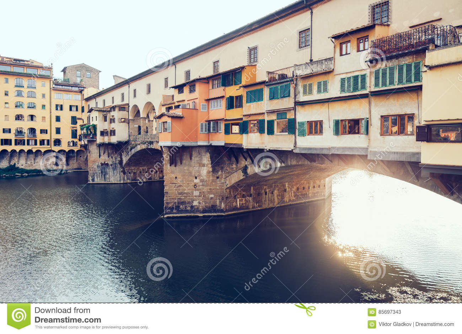 Mening van Ponte Vecchio en Arno River in Florence, Italië