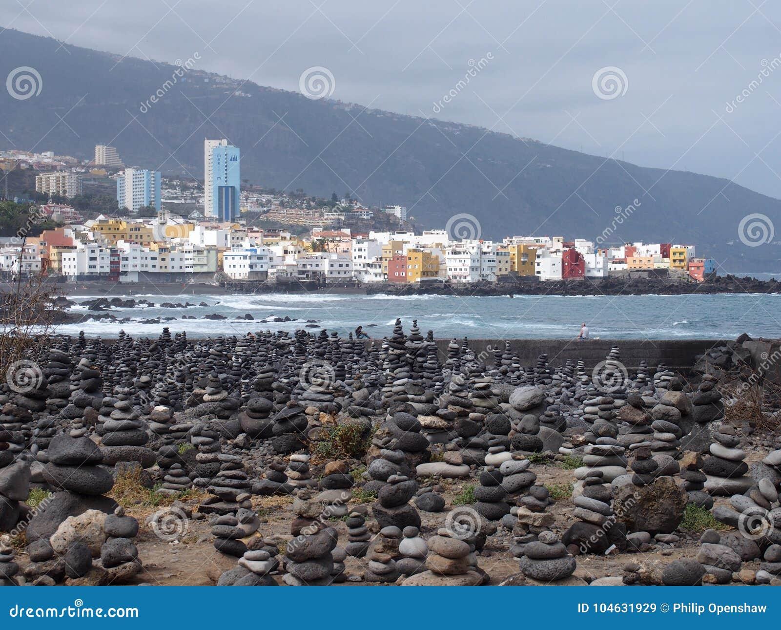 Download Mening Van Puerto DE La Cruz In Tenerife Met Golven Het Breken Redactionele Stock Afbeelding - Afbeelding bestaande uit eiland, seashore: 104631929