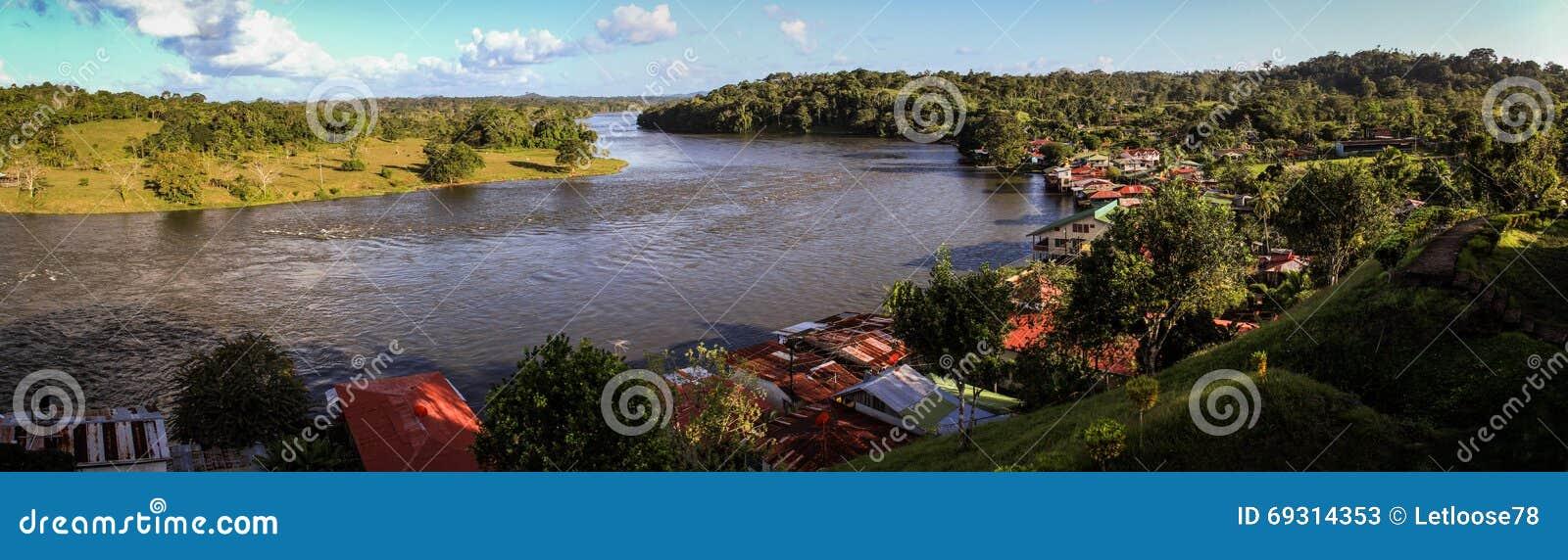 Mening van Rio San Juan, van de oude Spaanse Vesting, Dorp van El Castillo, Rio San Juan, Nicaragua