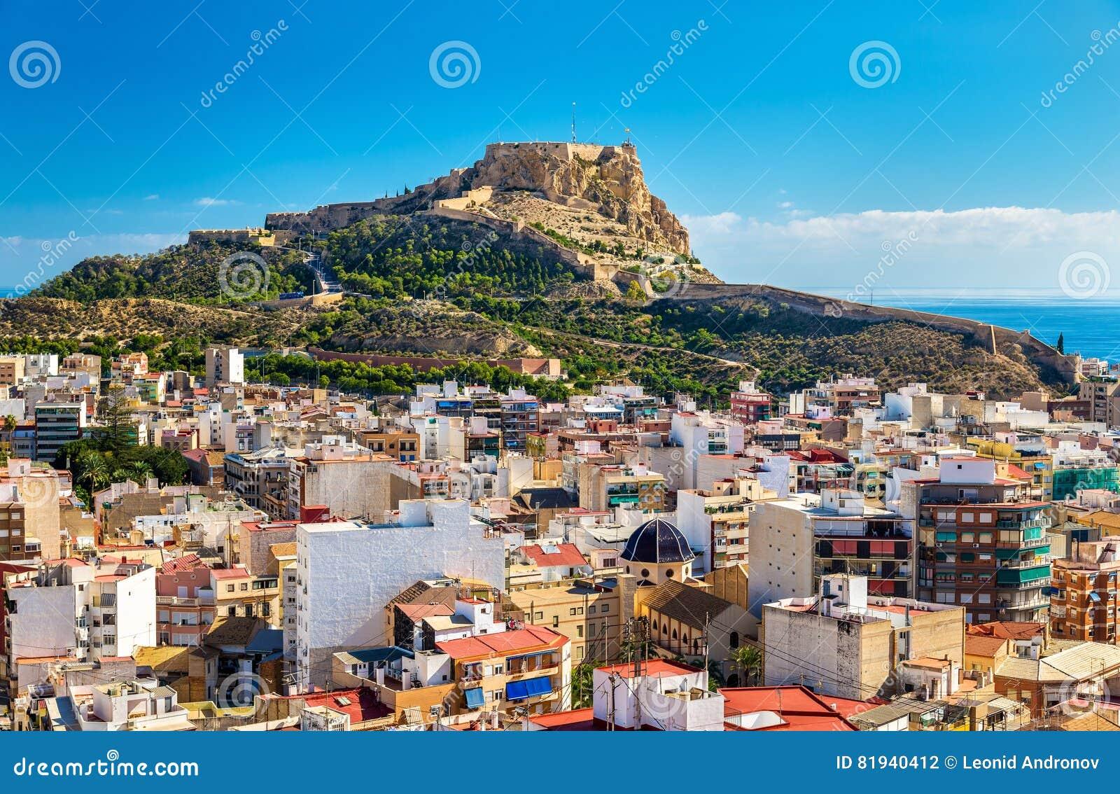 Mening van Santa Barbara Castle op Onderstel Benacantil boven Alicante, Spanje