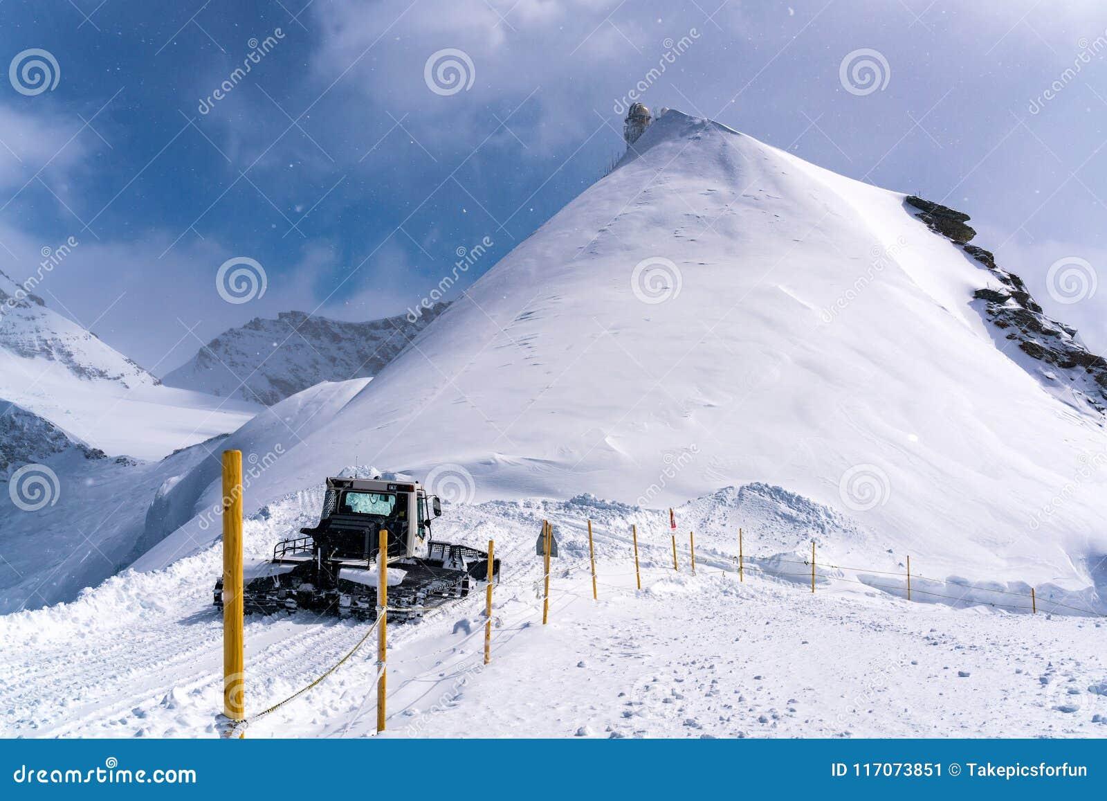 Mening van sneeuw behandeld Sfinxwaarnemingscentrum in Jungfraujoch