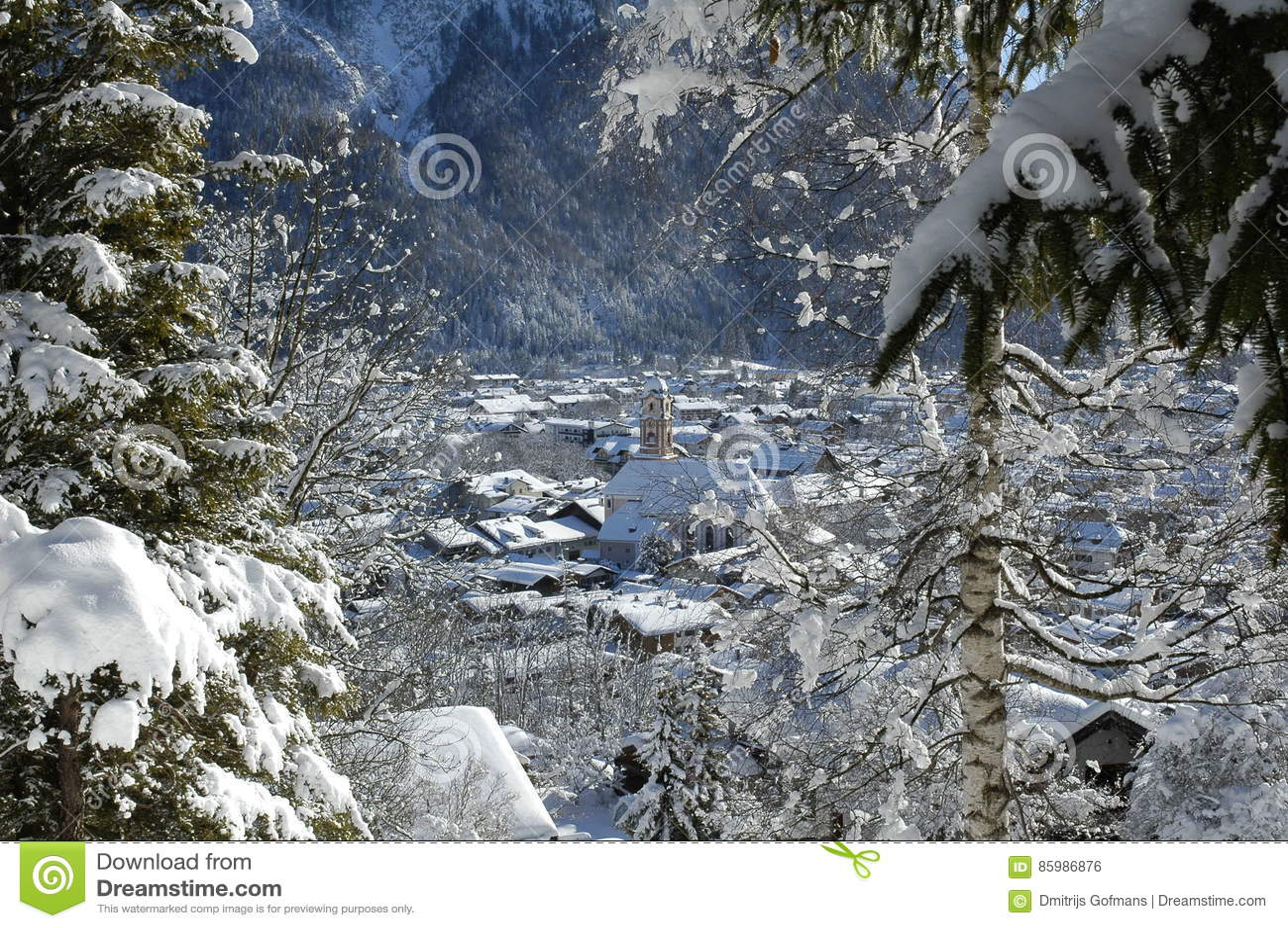 Mening van toneel de winterlandschap in de Beierse Alpen