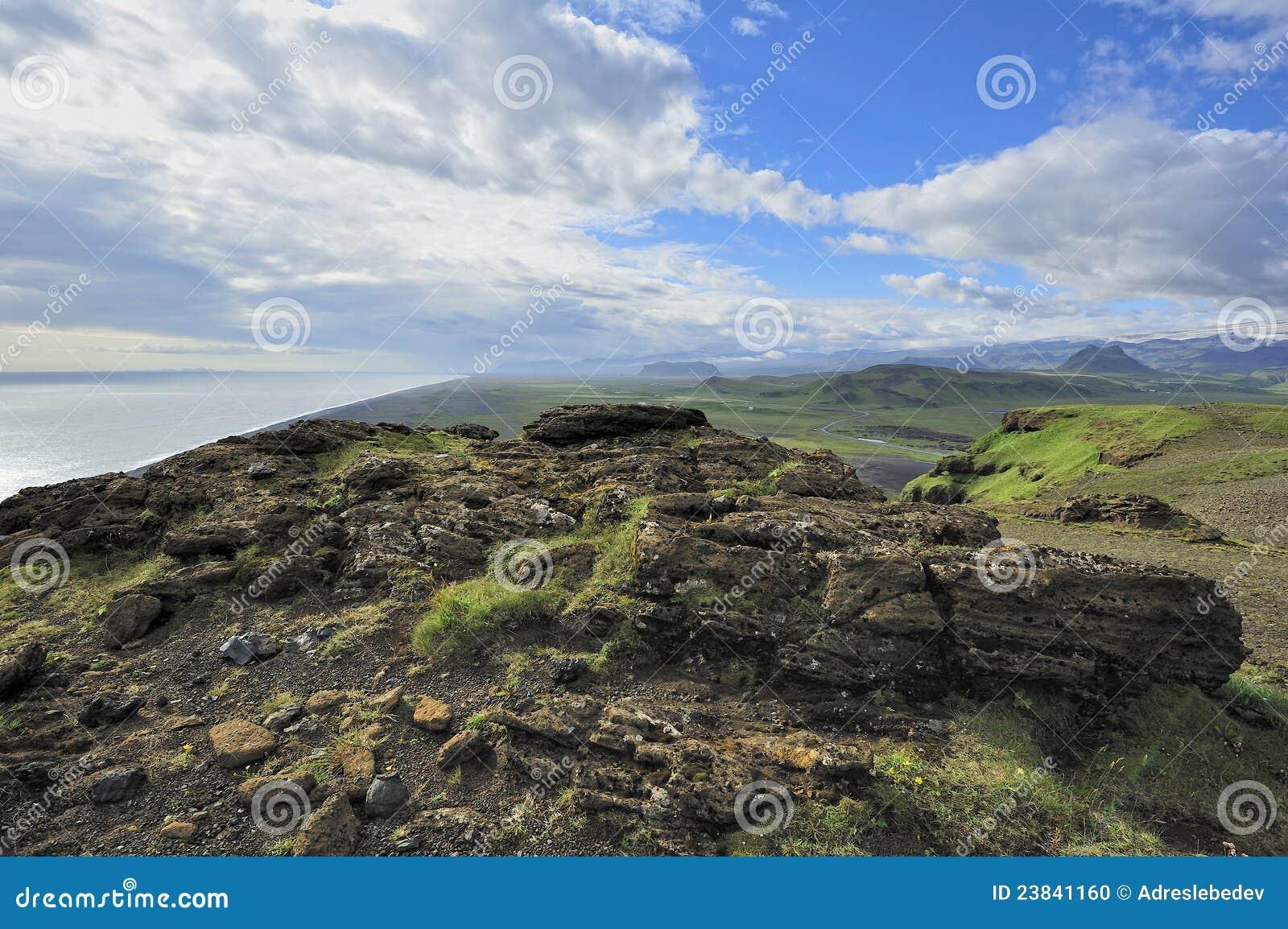 Mening van zuidenkust in Dyrholaey, IJsland