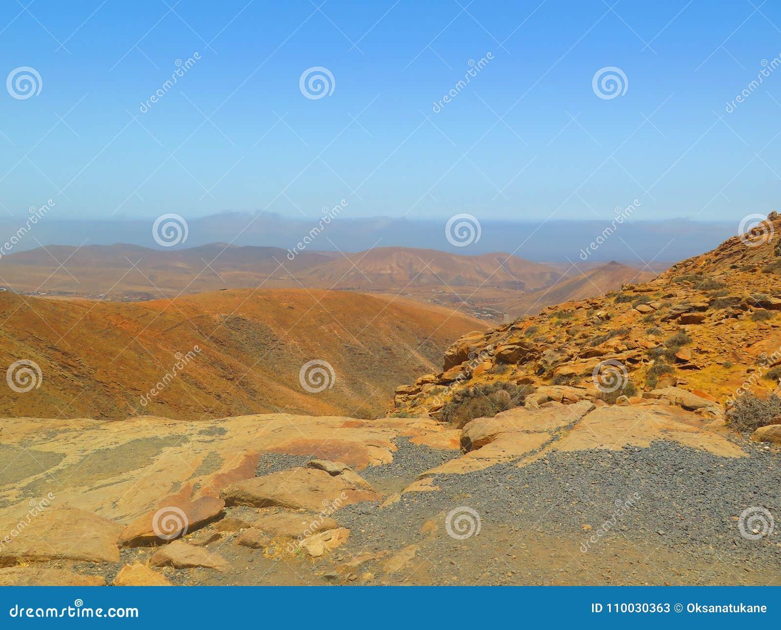 Mening vanaf de bovenkant op bergen