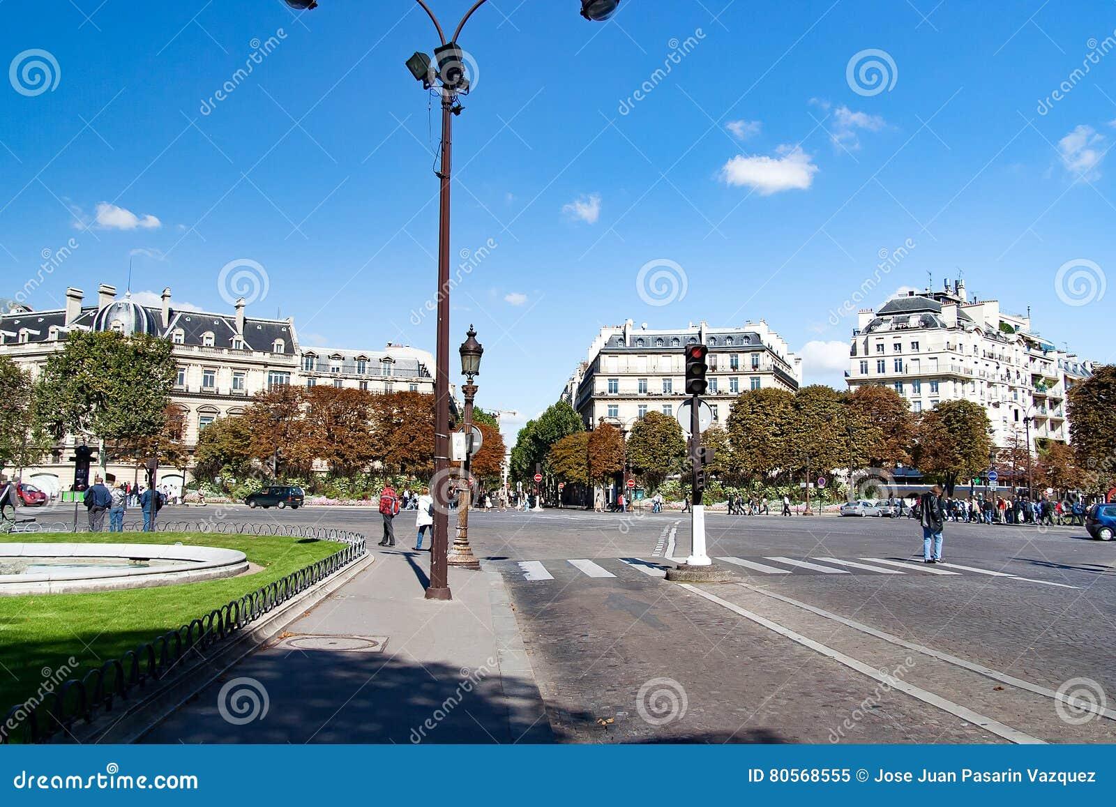 Beroemde Mensen In Parijs.Meningen Van Gebouwen Monumenten En Beroemde Plaatsen In