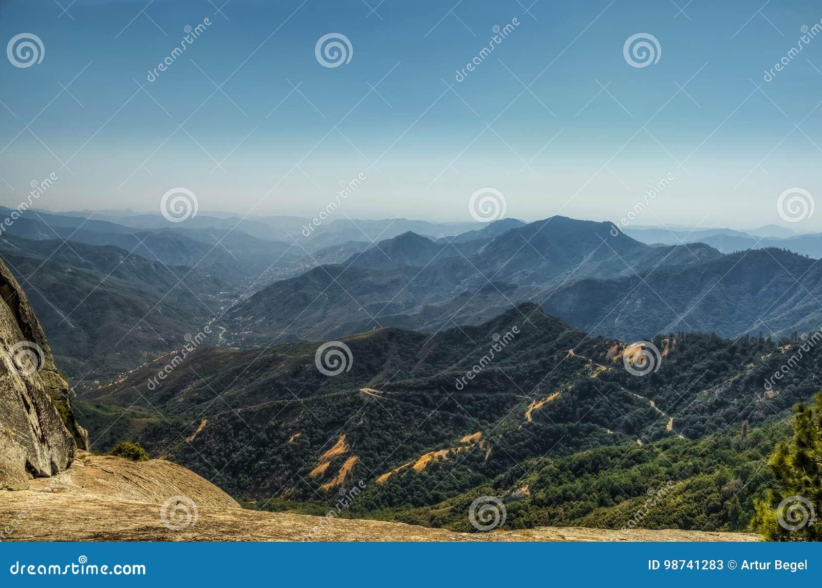 Meningen van Rots Moro in het Nationale Park van de Sequoia en van de Canion van Koningen, Californië