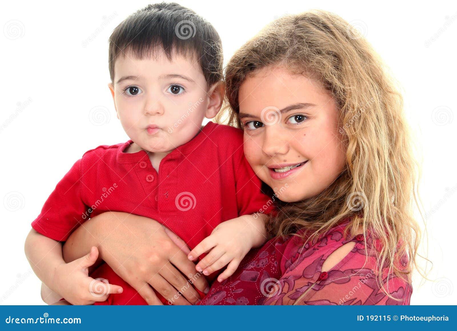 Menino da baby-sitter e da criança