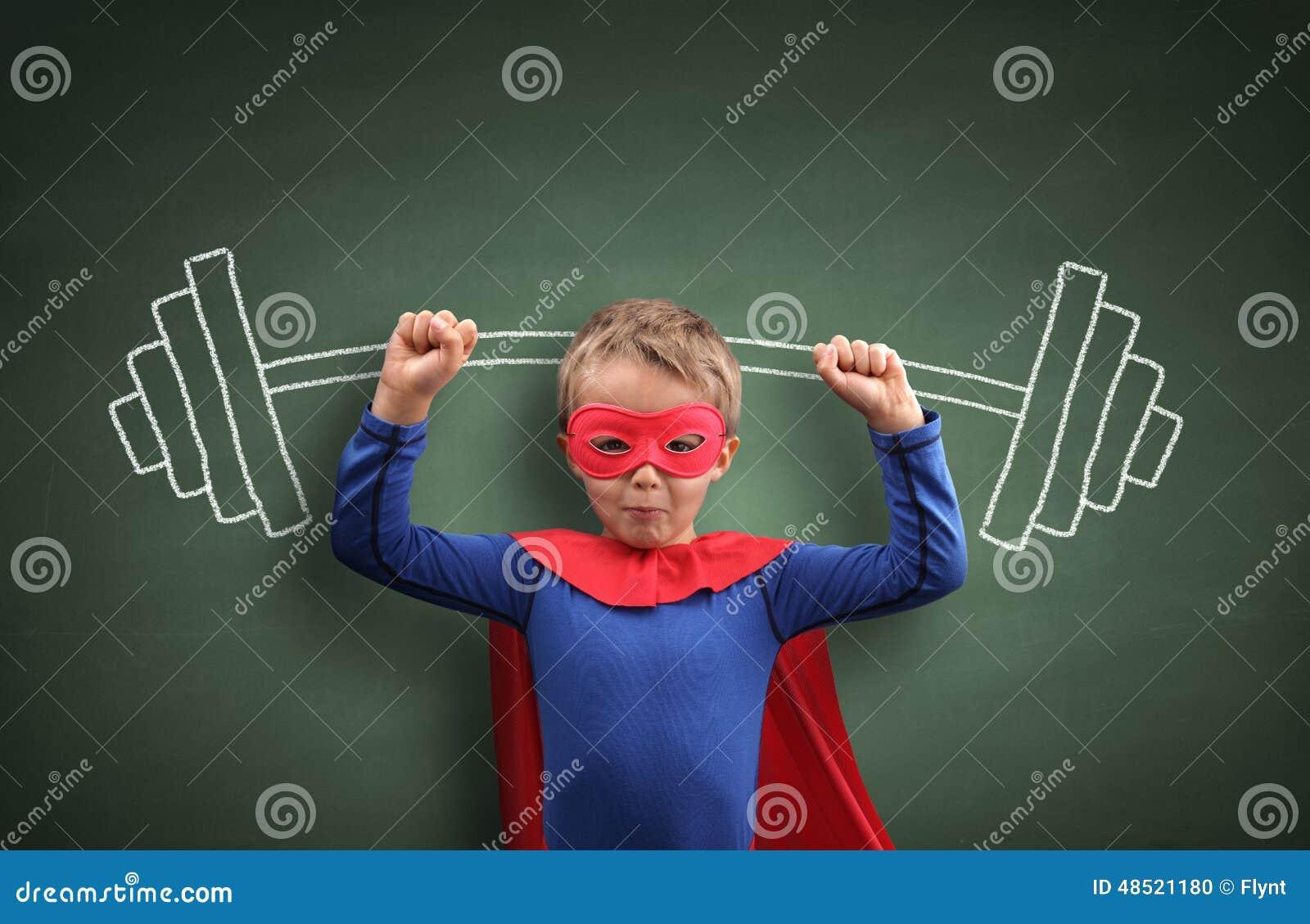 Menino do super-herói do halterofilismo