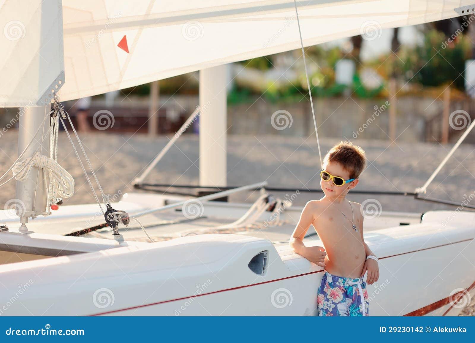 Download Menino e barcos foto de stock. Imagem de competição, velocidade - 29230142