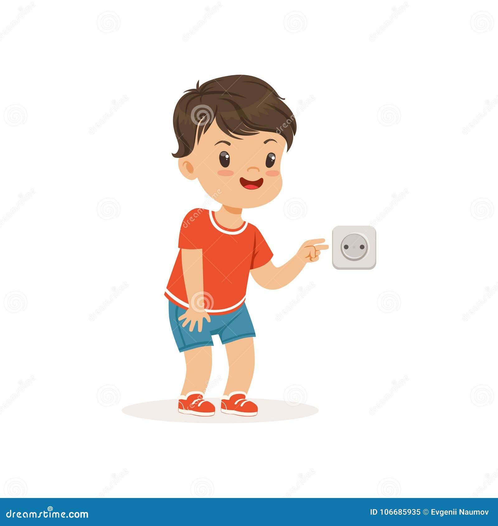 Menino pequeno bonito da intimidação que cola seus dedos em uma tomada elétrica, criança alegre das gorilas, comportamento mau da