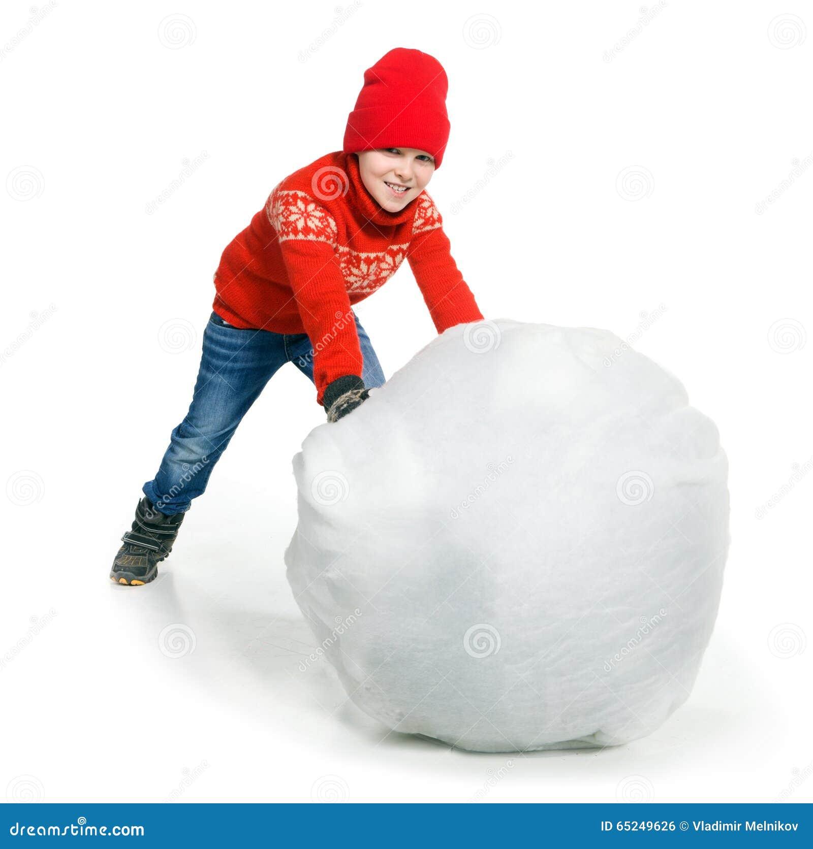 Menino que joga na neve