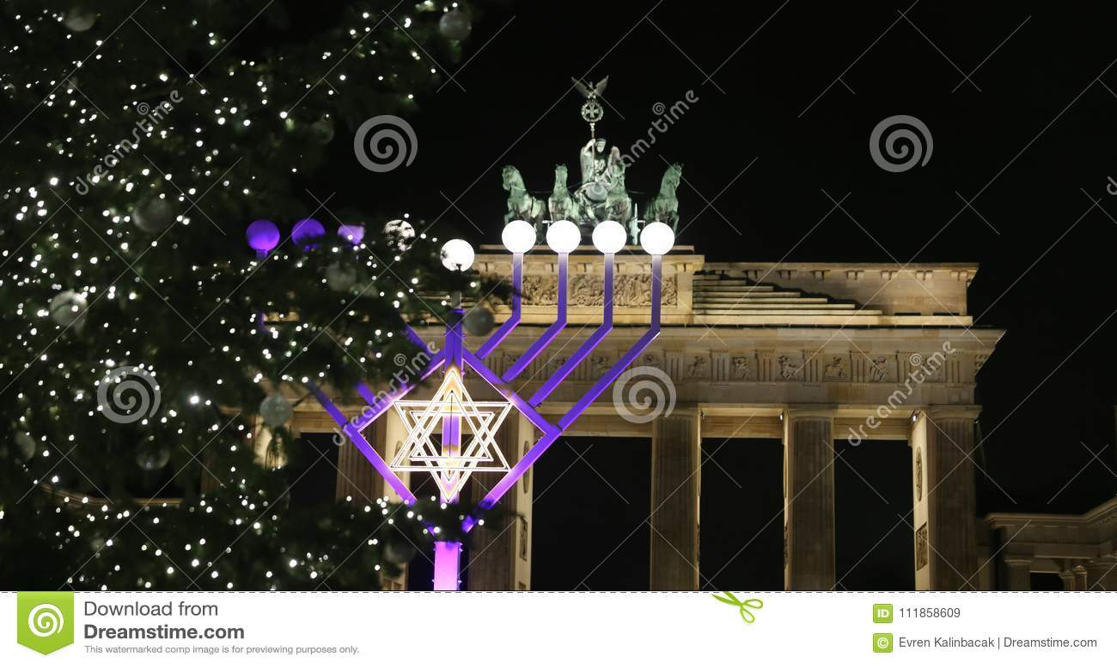 Menorah e árvore de Natal em Pariser Platz, Berlim, Alemanha
