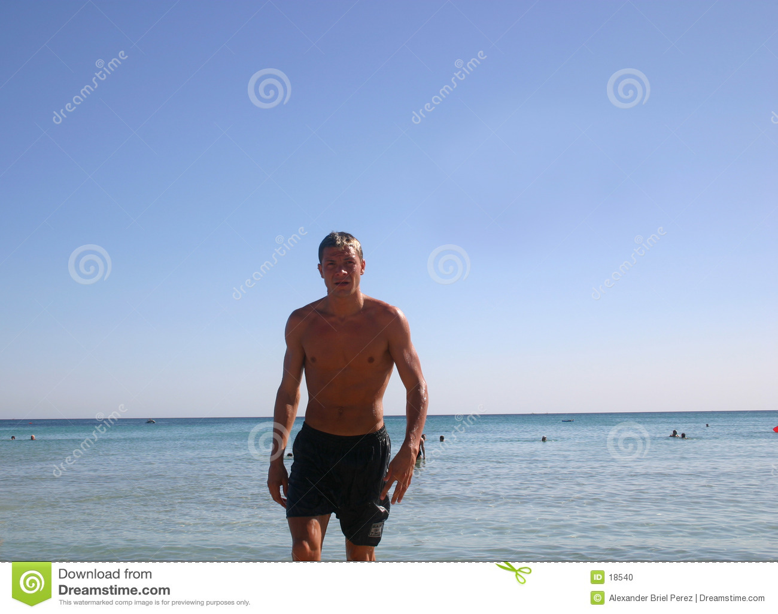 Mens bij het strand