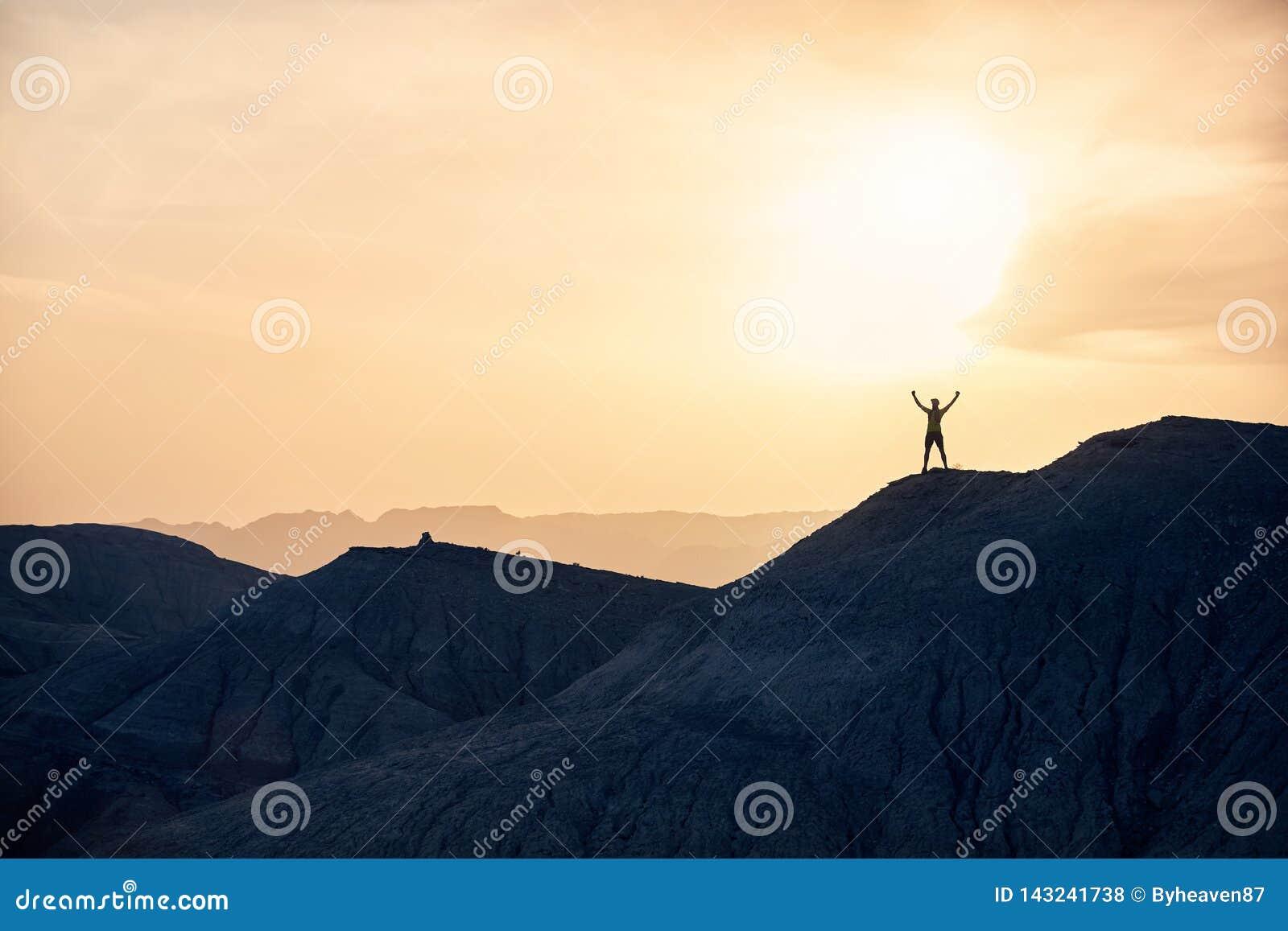 Mens in de bergen
