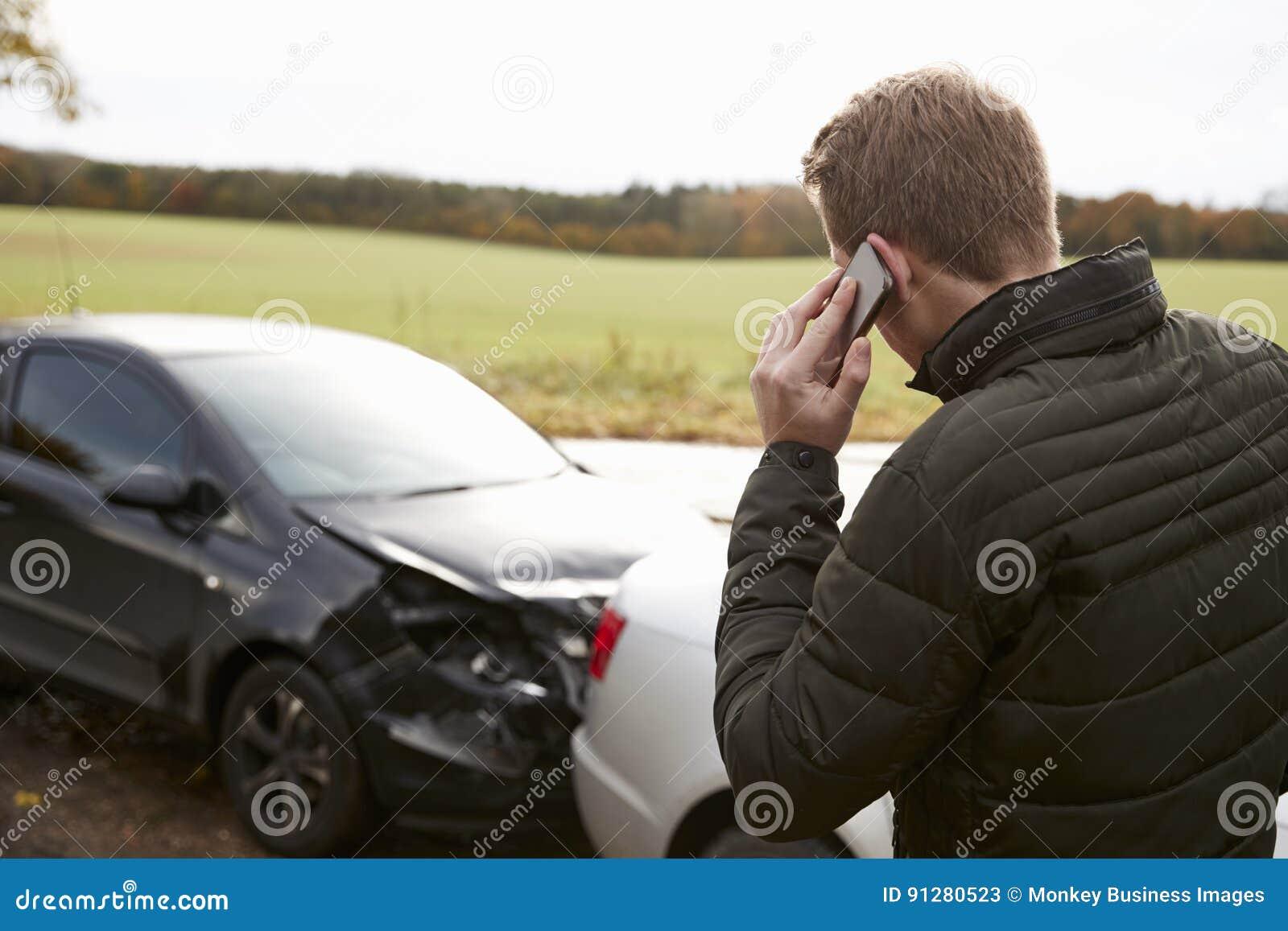 Mens die Autoongeval bij de Landweg roepen te melden