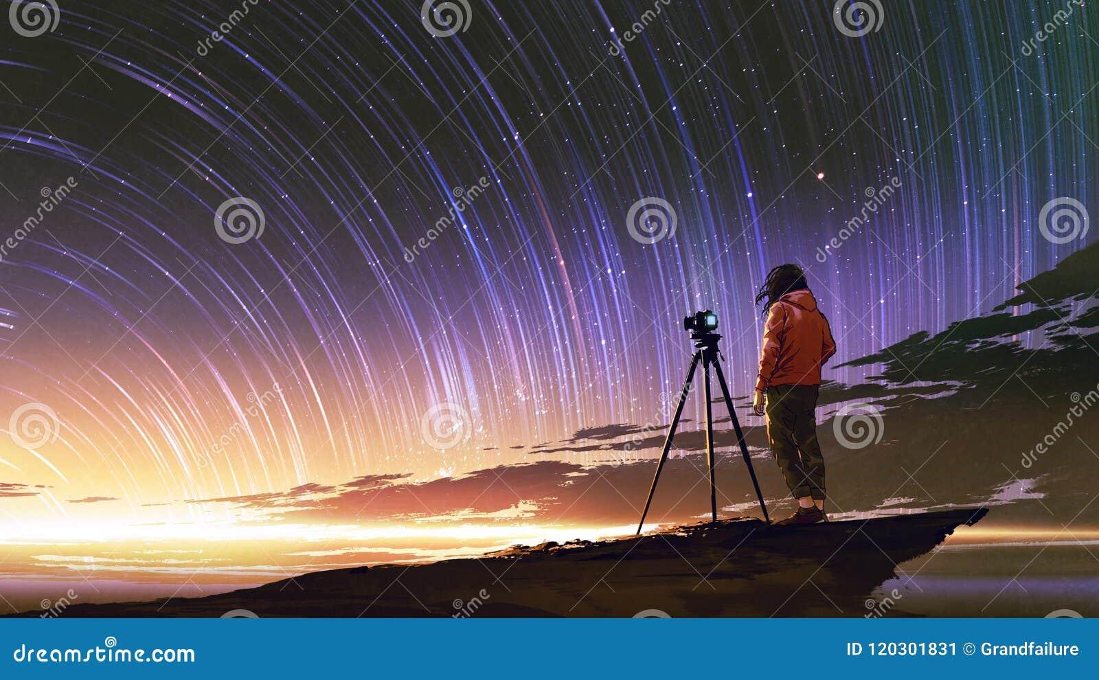 Mens die beeld van zonsopganghemel nemen