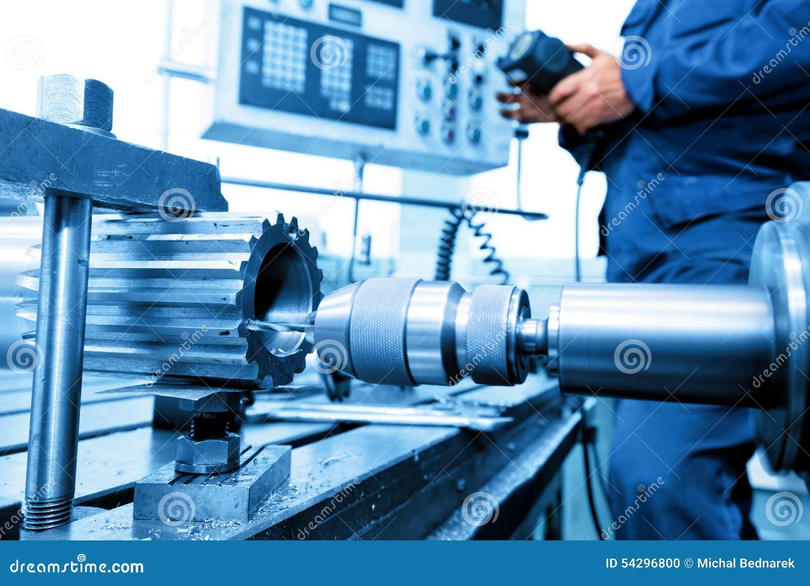 Mens die CNC boor en boring machine in werking stellen Industrie