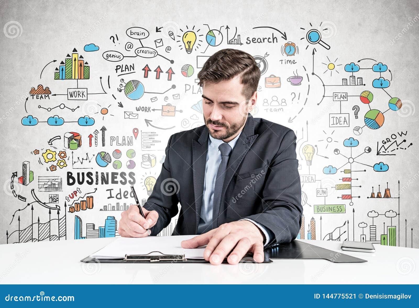 Mens die document, de schets van het businessplan ondertekenen