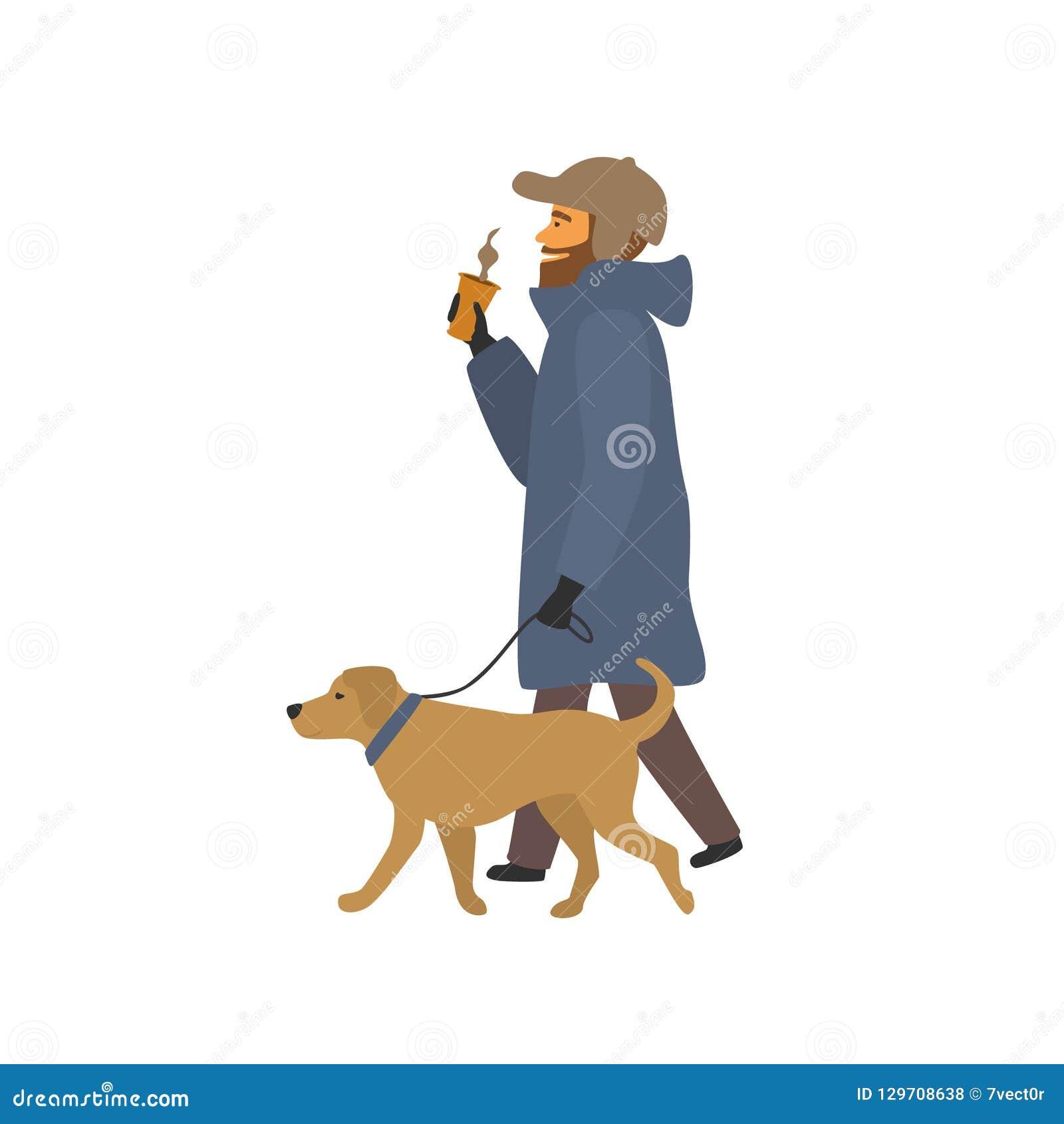 Mens die met hond het drinken koffie op de manier lopen
