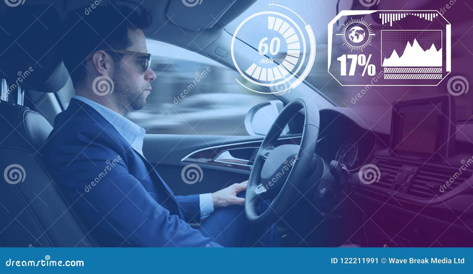 Mens het drijven in auto met hoofden op vertoningsinterface