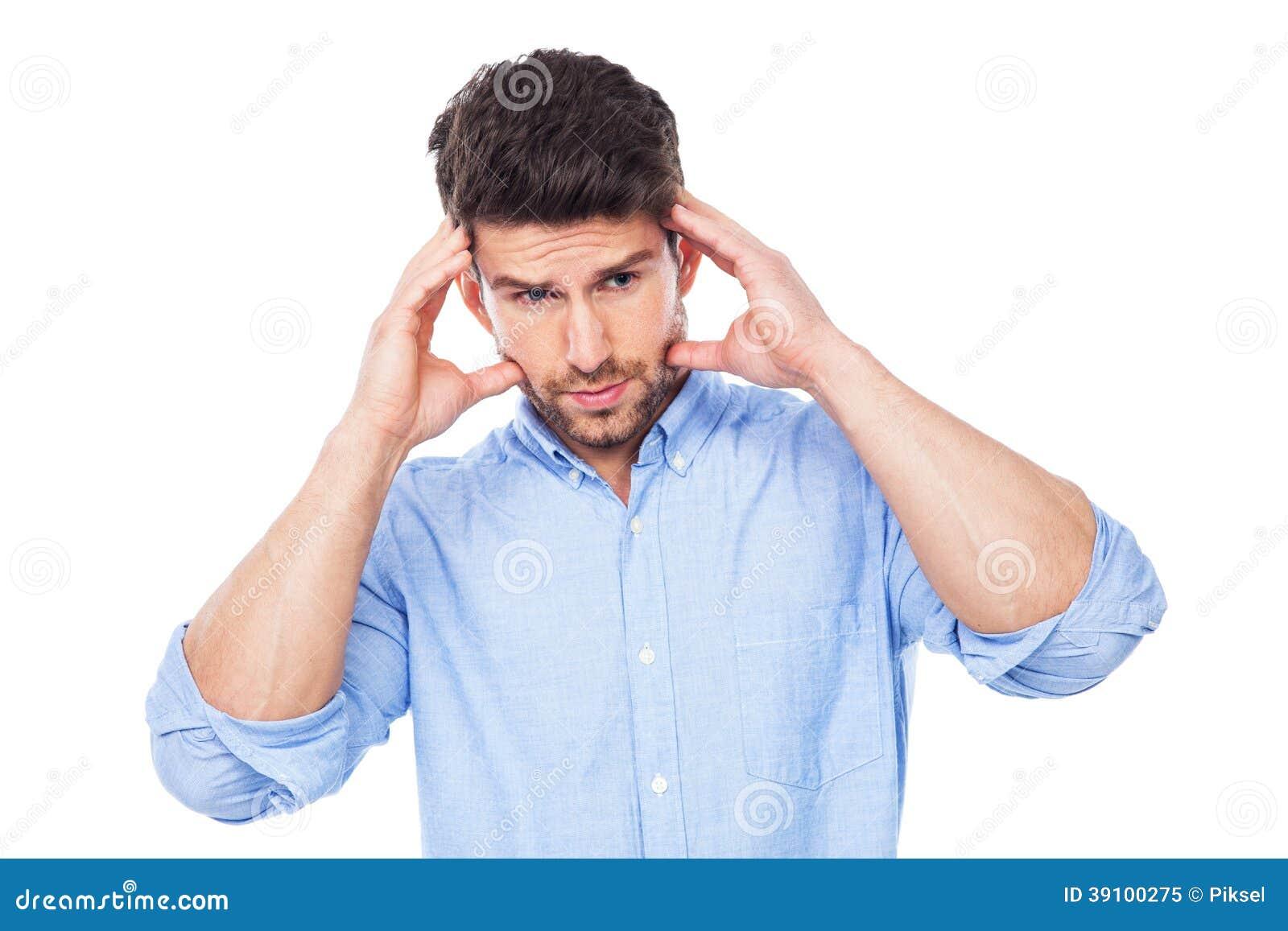 Mens met een hoofdpijn