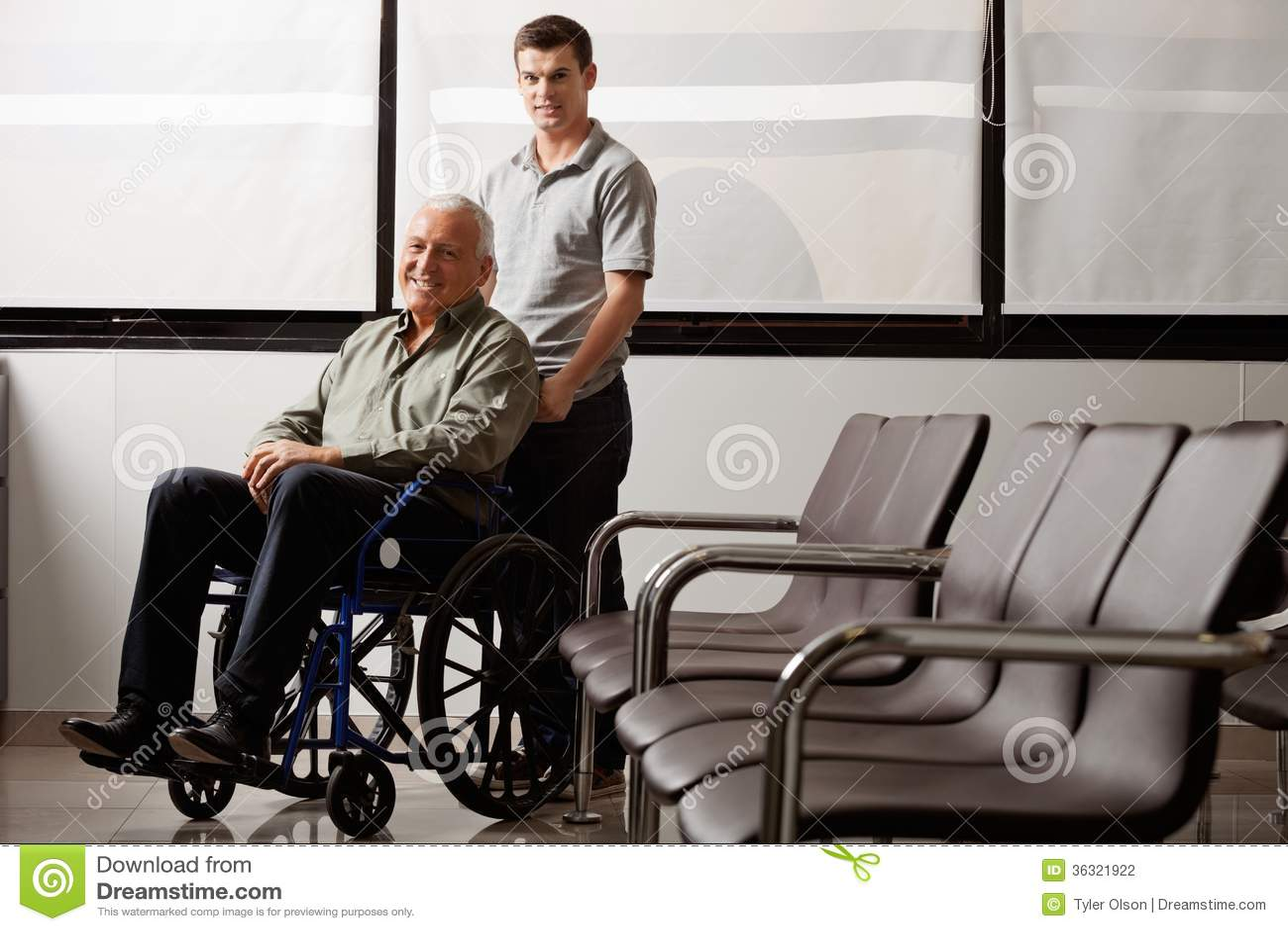 Mens met Gehandicapte Grootvader