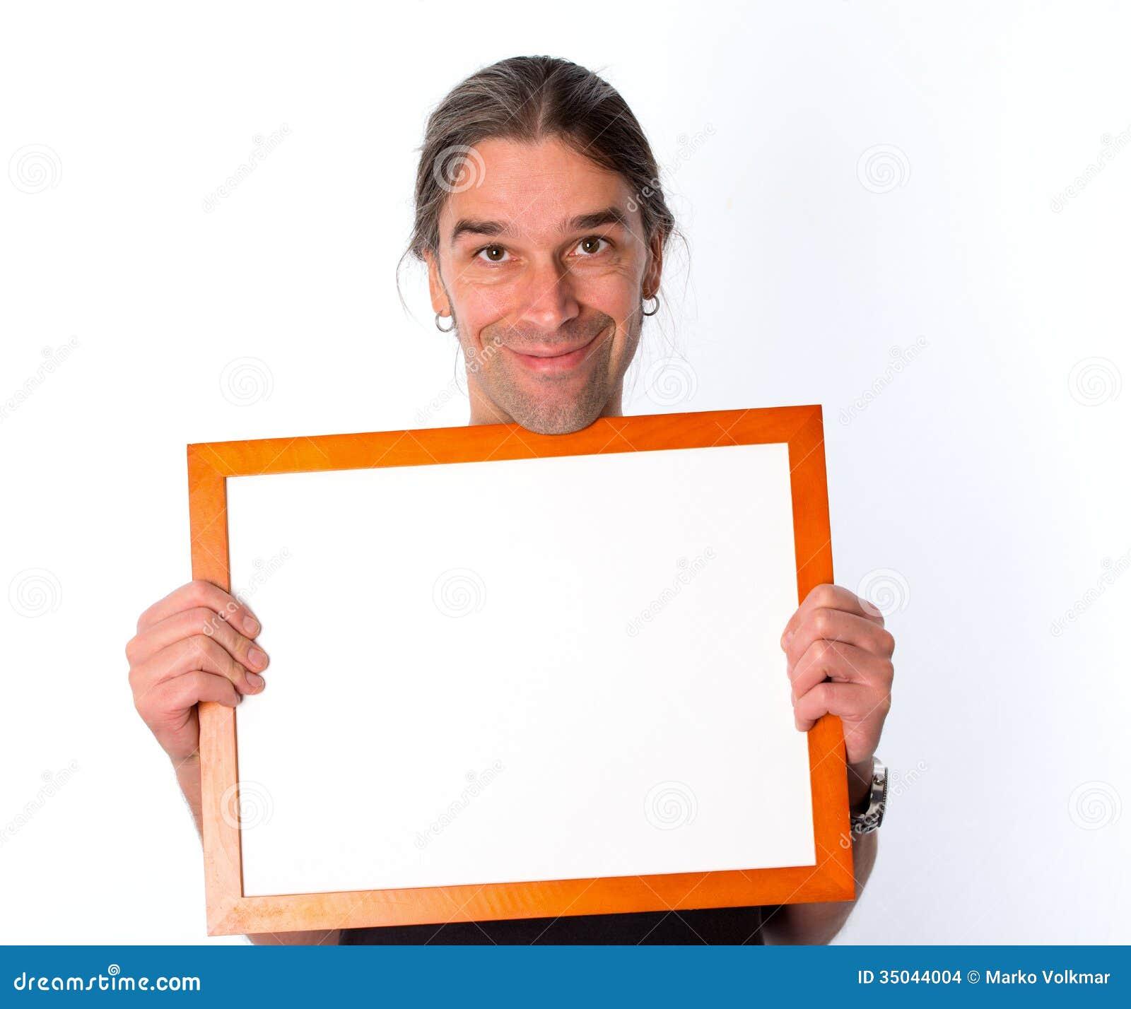 Mens met wit uithangbord