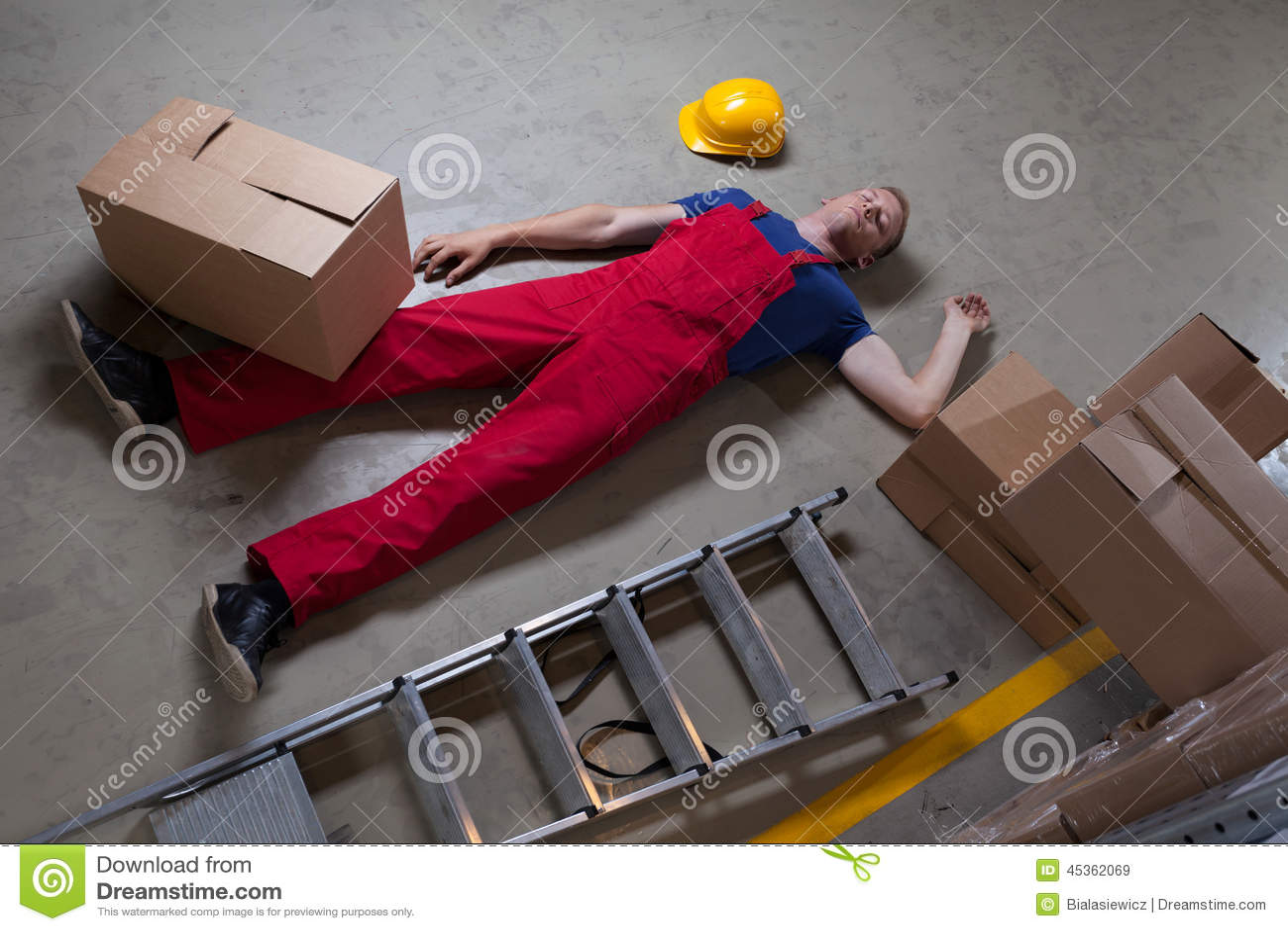 Mens na ongeval op een ladder