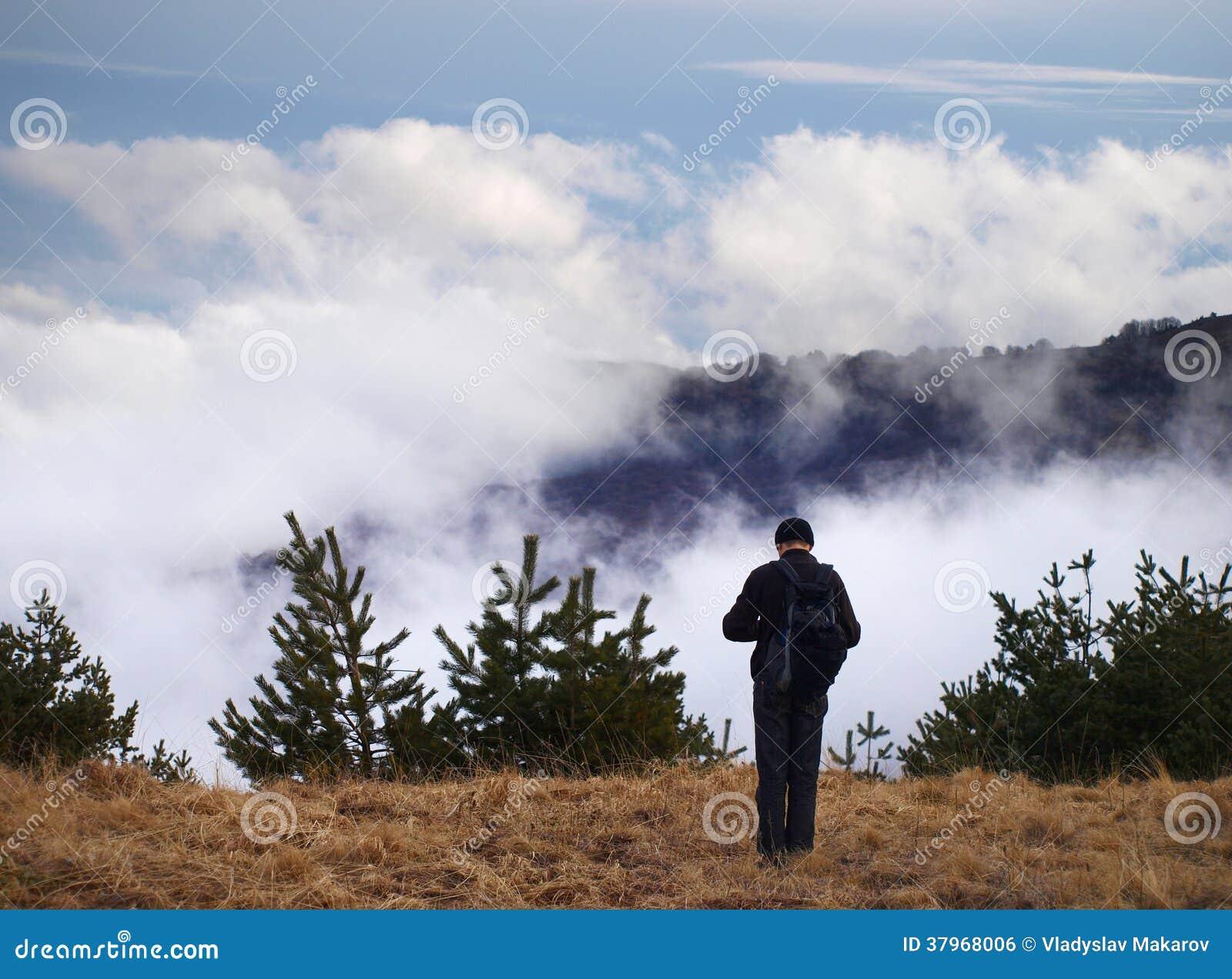 Mens op berg