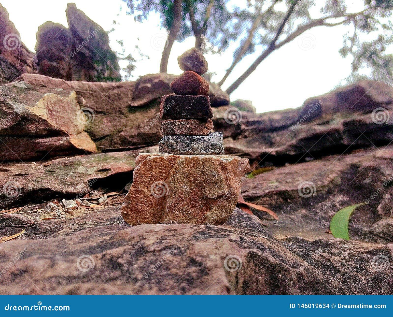 Mens op de rotsstructuur