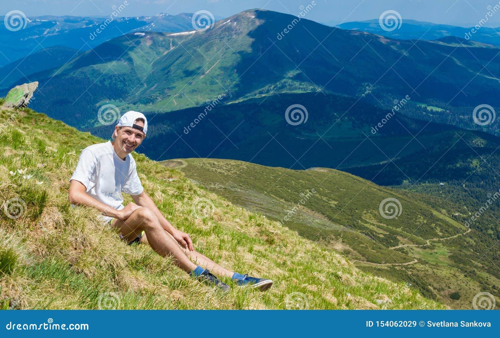 Mens op piek van berg Emotionele sc?ne