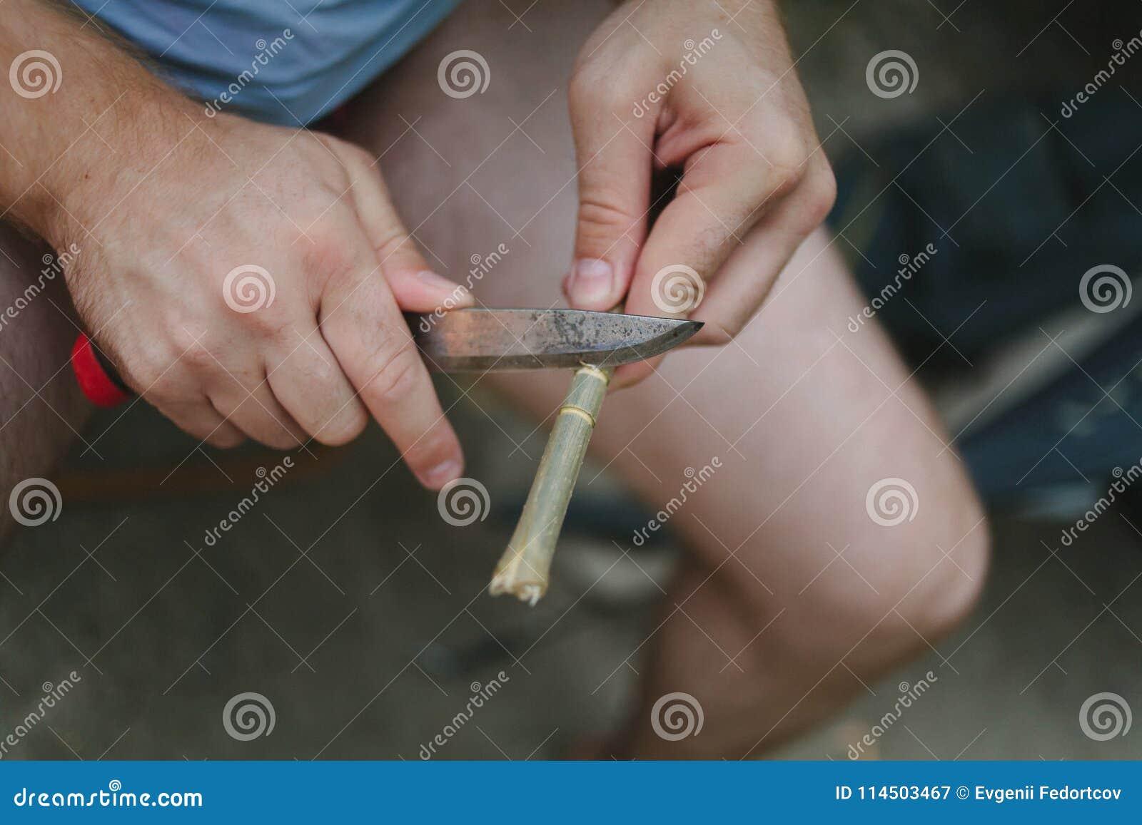 Mens op rust met een mes