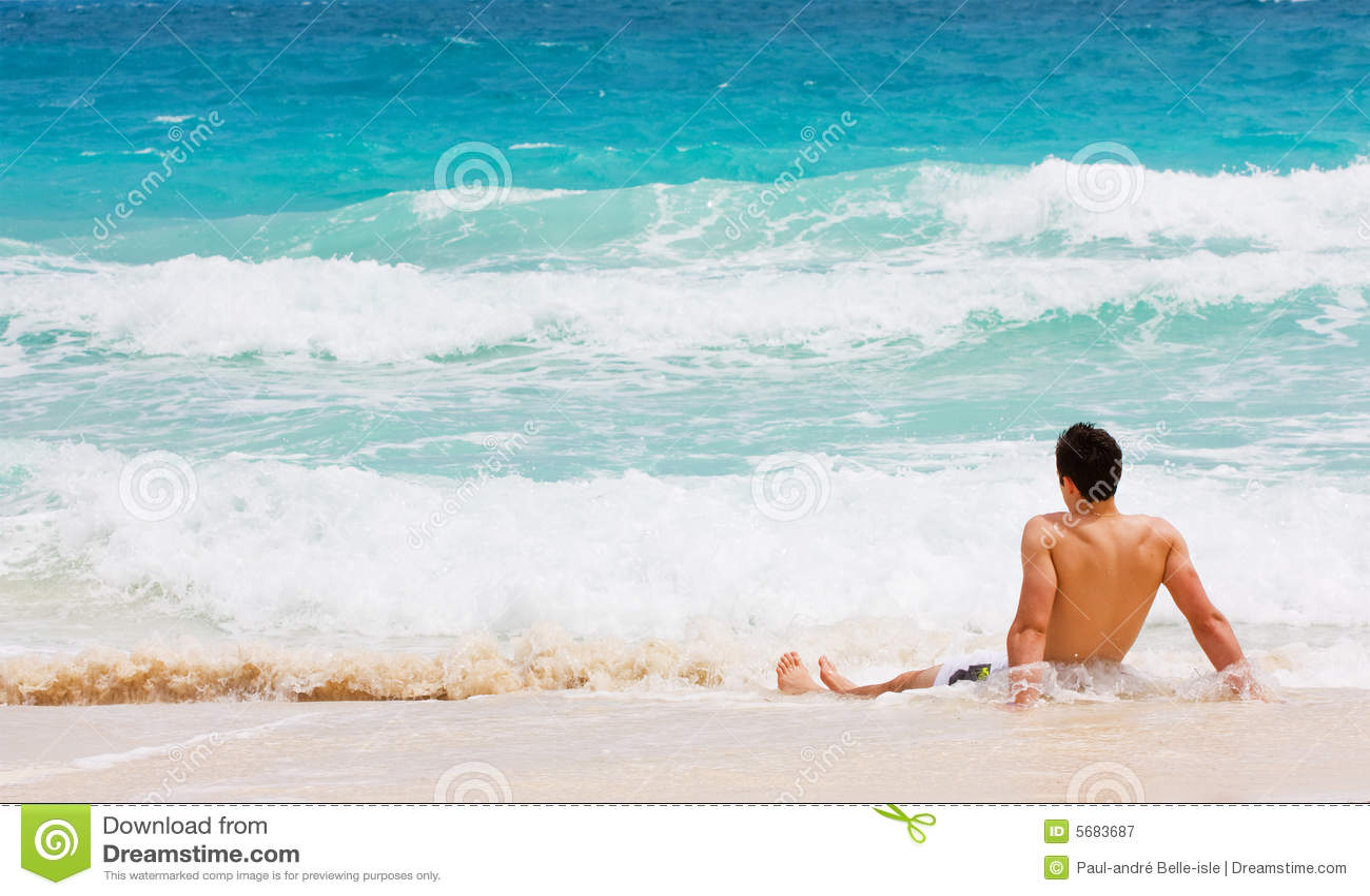 Mens op strand