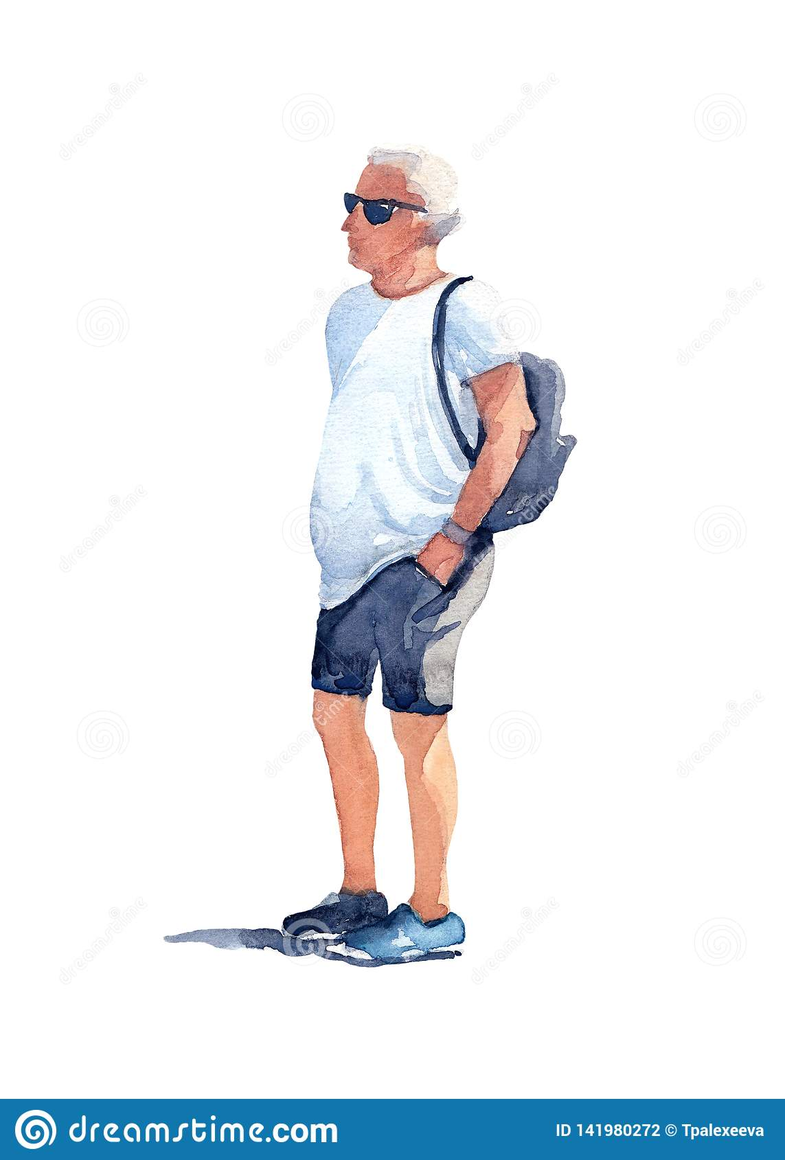 Mens in zwarte zonnebril, witte t-shirt, grijze borrels en blauwe tennisschoenen met een zwarte rugzak op zijn rug op een zonnige