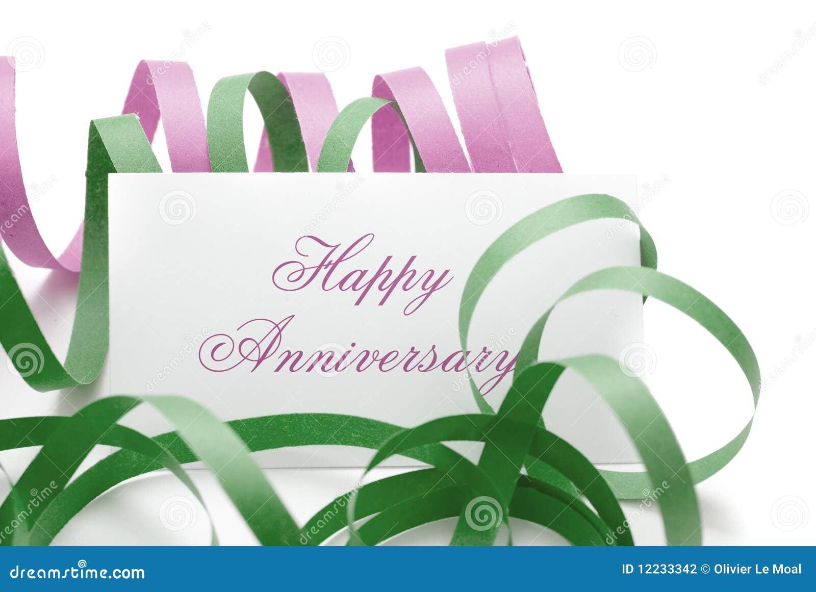 Mensagem feliz do aniversário em um cartão