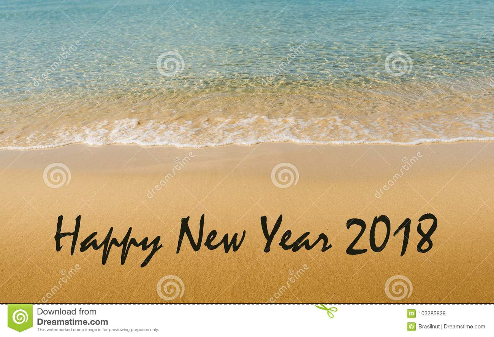 Mensajes De Amor Escritos En La Arena: Mensaje 2018 De La Feliz Año Nuevo Escrito En La Playa