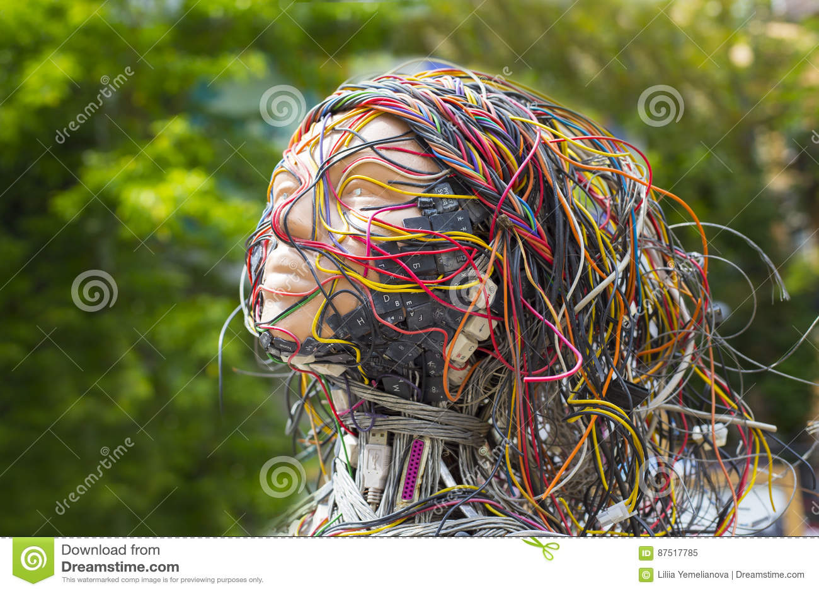 Menschliches Gesicht mit Computerdetails