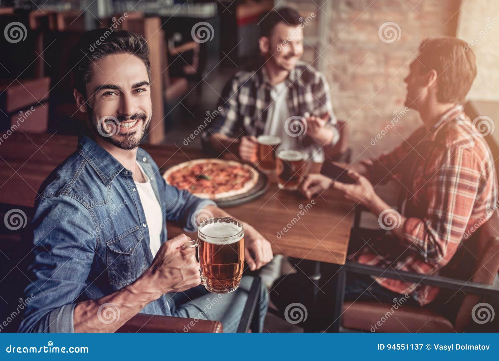 Mensen in bar