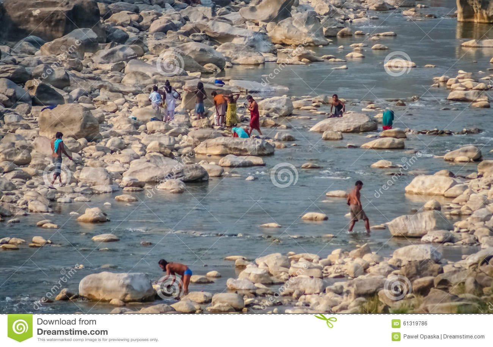 Mensen in de rivier